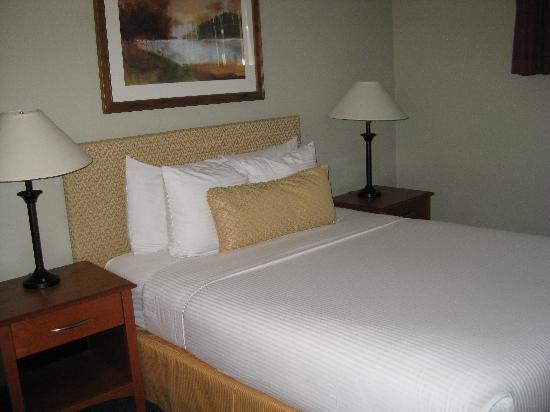 Pelican Shores Inn: bedroom