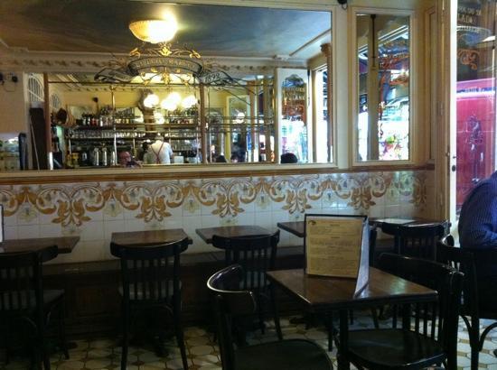 Inside le petit marcel picture of brasserie le petit for Petit restaurant