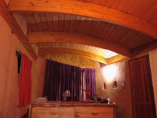 Samhitakasha Cob House Organic B&B : Spacious comfortable room.
