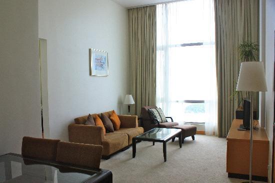 Holiday Inn Melaka: Seating area (suite on 20th floor)