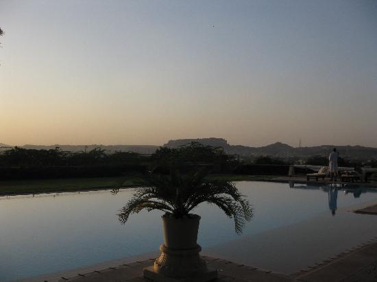 Umaid Bhawan Palace Jodhpur : The pool at sunset