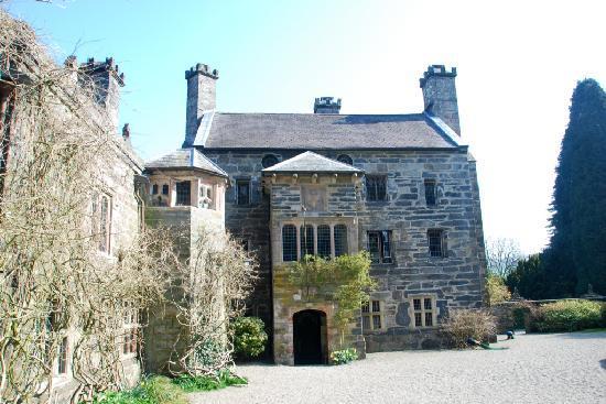 Gwydir Castle: The courtyard