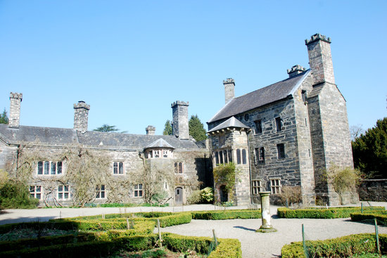 Llanrwst, UK: Another view of the courtyard