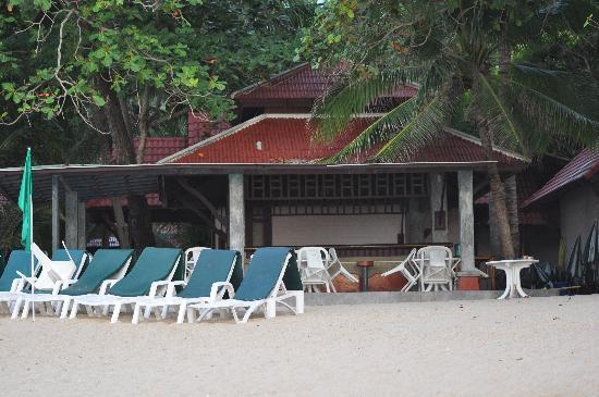 First Bungalow Beach Resort: Strandbar