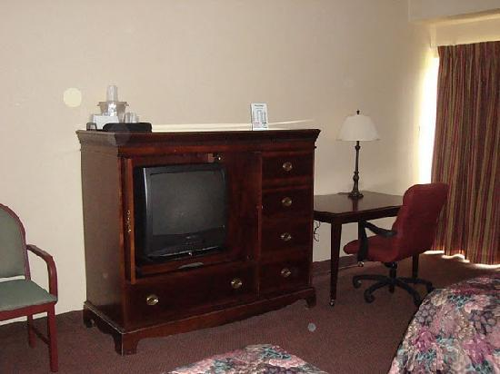 Superlodge Kingston: All rooms are equipped with a work desk and work chair