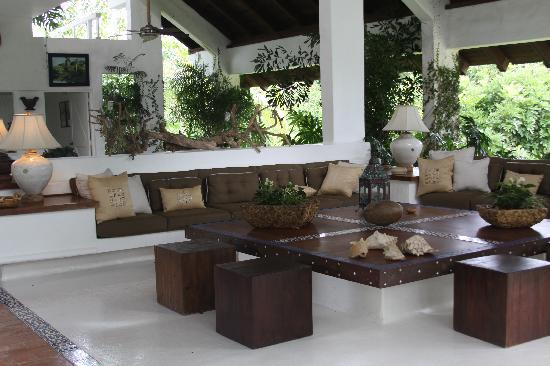 Casa de Campo: One of the 3 living rooms in the Villa. Everything was decorated tastefully.