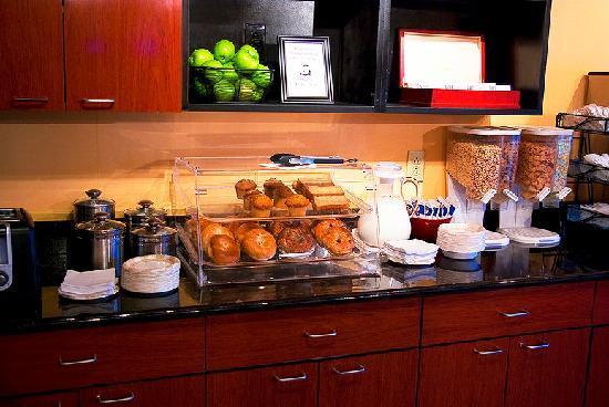 Econo Lodge Freeport: Breakfast Area