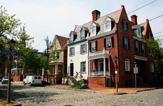 Norfolk, Virginie : Old homes and cobblestone streets in Freemason.
