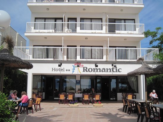 Romantic Hotel: The Romantic's facade