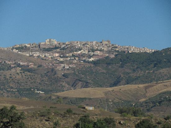 A view of Troina from a balcony at Le Querce di Cota