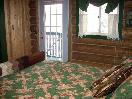 A B&B on C : Queen bed with private bath, Room A