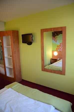 B&B Hotel Koblenz: Spiegel gibt die Illusion von Größe