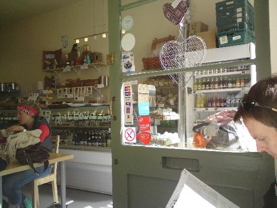 Edinburgh Larder Cafe: Relaxed styling