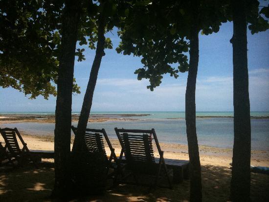 Pousada Enseada do Espelho : beach in front of pousada