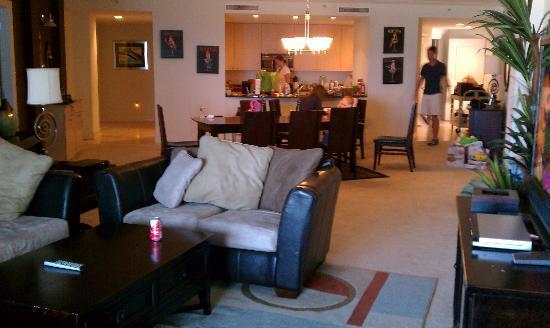 Sea Breeze Condominium Resort: Living room to kitchen