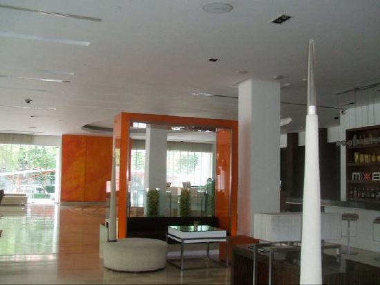Dusit D2 Chiang Mai: hotel lobby