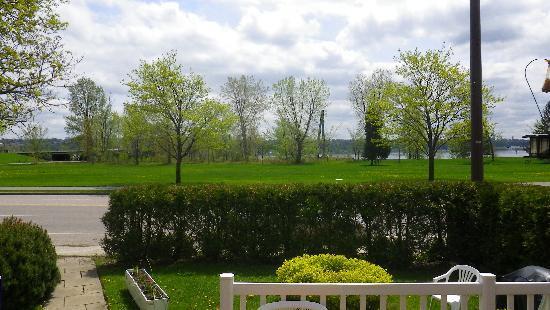 Le Gite Du Fleuve: the park opposite the B & B