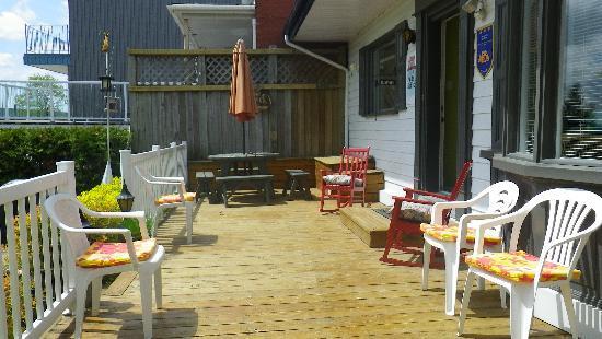 Le Gite Du Fleuve: The porch
