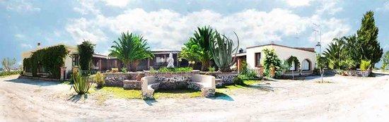 Villa Katara: Fachada Posterior