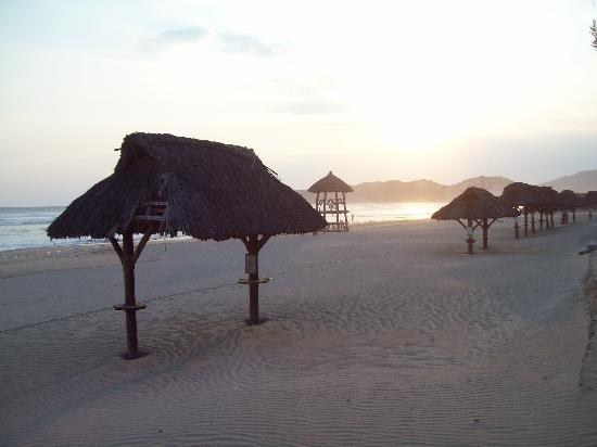 The Grand Mayan at Vidanta Acapulco: Palapas on beach