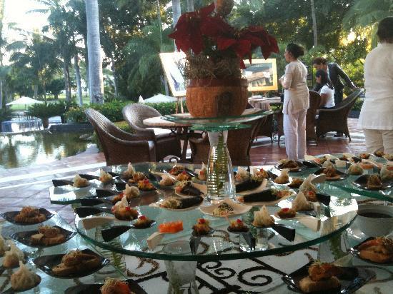 Casa Velas : New years Eve buffet!