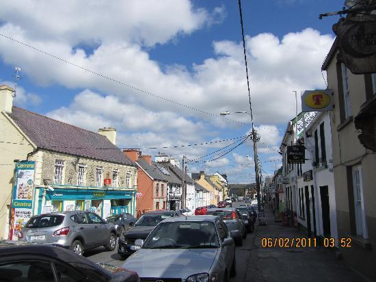 Gort Na Mona B & B: Ardara.. a welcoming nearby town