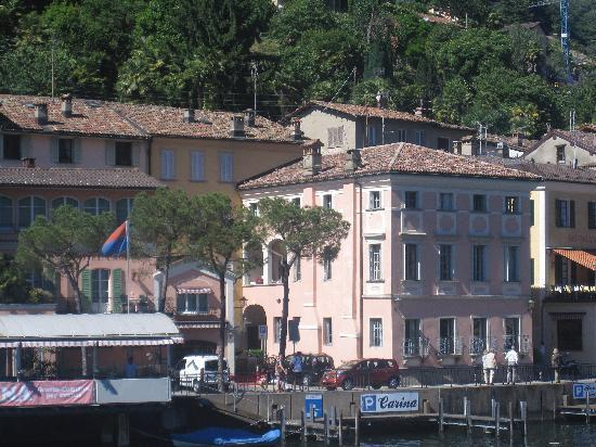 Albergo Ristorante Della Posta : view of hotel from the boat ride