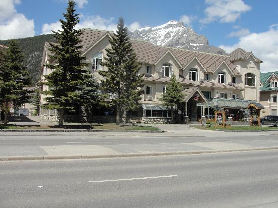 Irwin's Mountain Inn: Outside of hotel