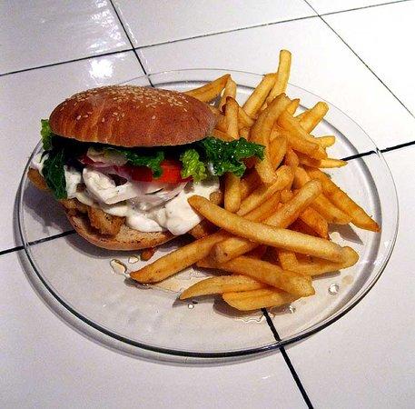 BoBo's Fish & Chips: Fish Sandwich w/homemade tartar sauce