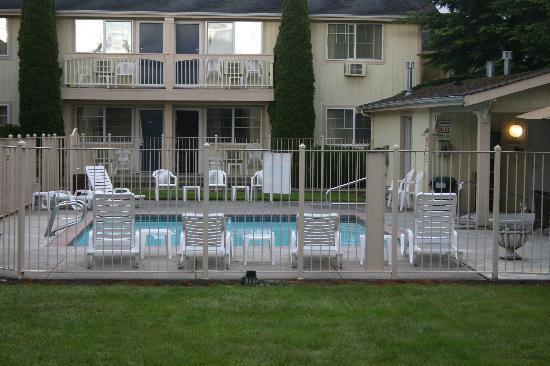 Three Rivers Inn: Pool area