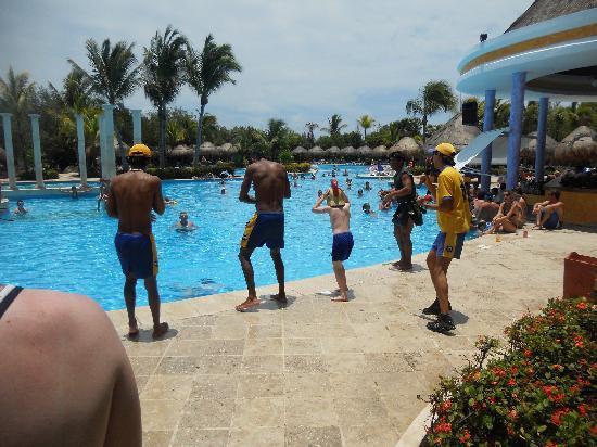 IBEROSTAR Paraiso Del Mar: entertainment team