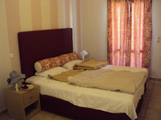 Antonia Hotel Santorini: antonia hotel bed