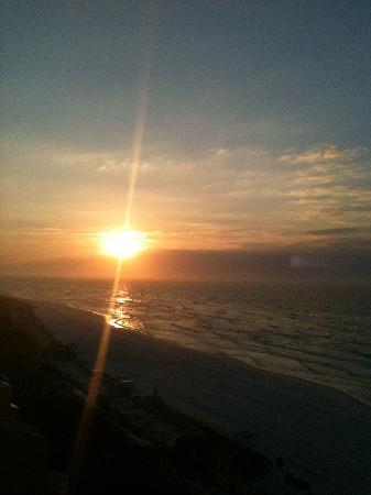 Hilton Sandestin Beach, Golf Resort & Spa: Sunrise view from room!