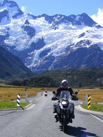 Paradise Motorcycle Day Tours: The road to Mt Cook