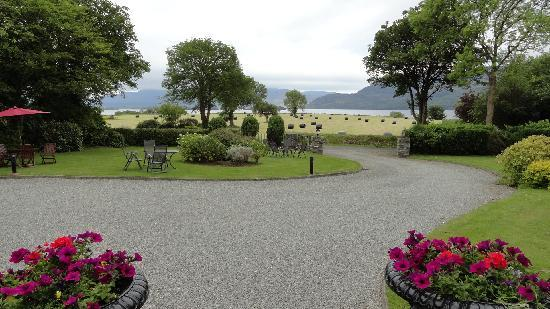 Fossa, Ierland: The grounds, with the lake at a distance