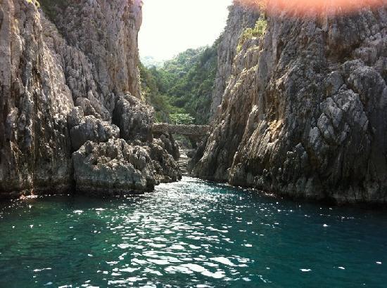 Nautica Sic Sic: swimming off Capri