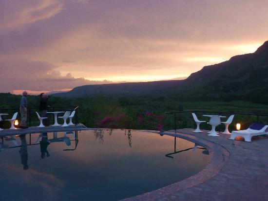 E Unoto Retreat: gorgeous sunset!