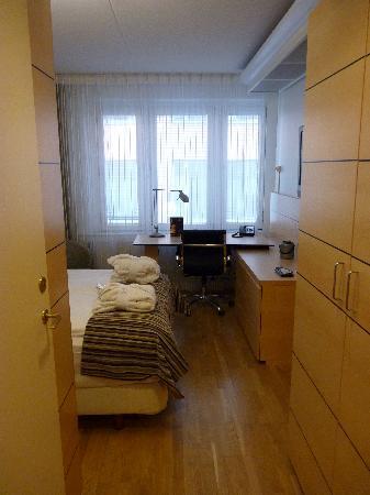 enter room  2010