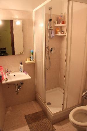 A Casa di Jasmine: The Bathroom