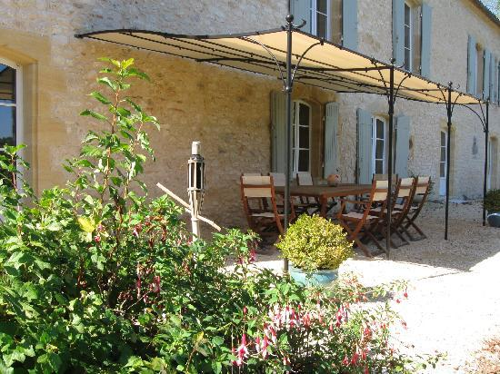 Domaine des Faures : Dine outside enjoying beautiful views