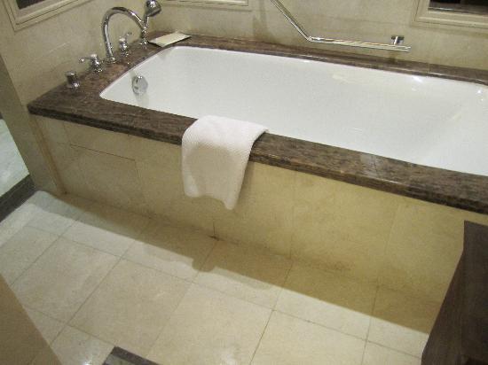 Raffles Makkah Palace: bathroom 2