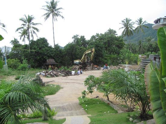 Ban's Diving Resort: Construction