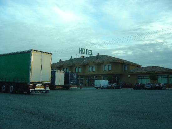 Hotel Zenit Calahorra: hotel from the carpark