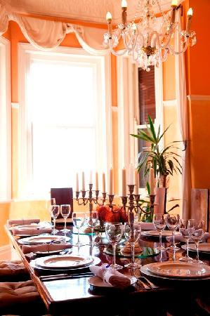 Esperanza Guest House : Dining Table
