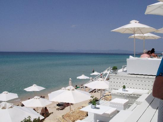 Sani Beach: The Beach