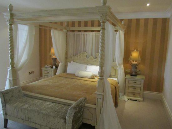 Muckross Park Hotel & Spa: the bedroom