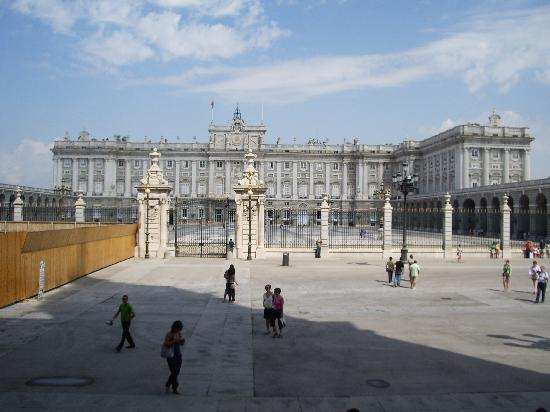 มาดริด, สเปน: al fondo,el palacio