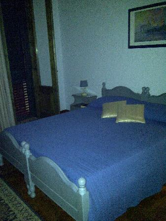 Charme B&B Alhambra: our bed in the blue room