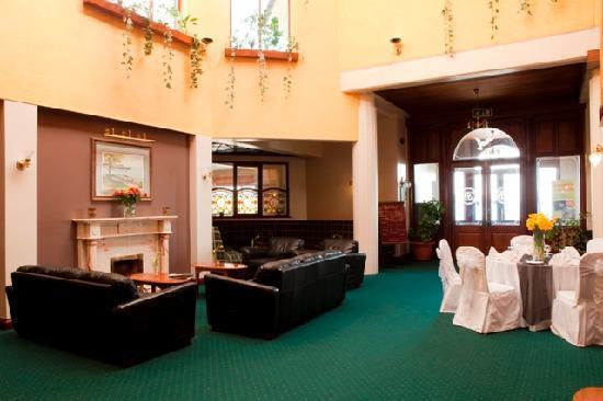 Clonea Strand Hotel: Hotel Lobby