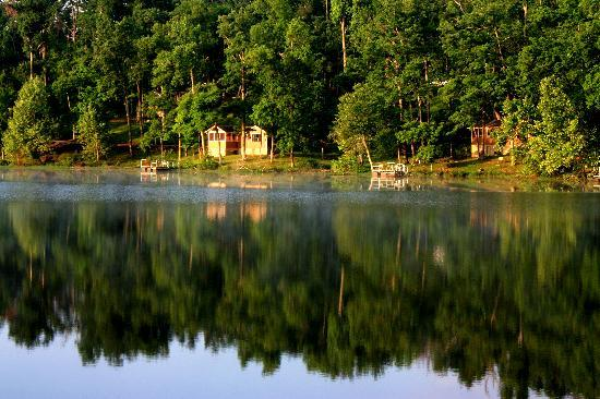 Pennyrile Forest State Resort Lodge: Cabin setting reflecting in Pennyrile Lake